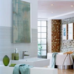 Autentyczne cegły lub stylizowane płytki – sposób na modną łazienkę