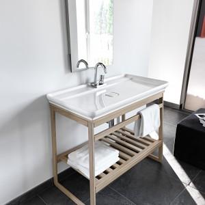 Z konsolą w łazience - oryginalne szafki podumywalkowe