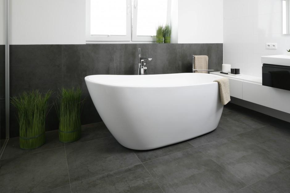 Piękne łazienki w stylu minimalistycznym – zobacz nowoczesne wnętrza z polskich domów