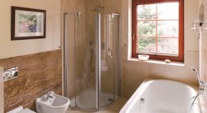 Łazienka w stylu secesji. Zobacz eleganckie wnętrze z naturalnym kamieniem