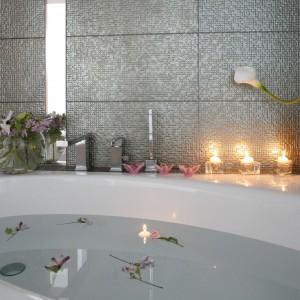 Łazienka w stylu glamour – królestwo pani domu
