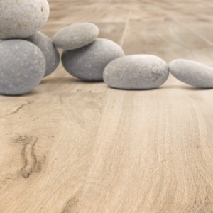 Drewnopodobne płytki ceramiczne. Zobacz 12 kolekcji idealnych na podłogi i ściany