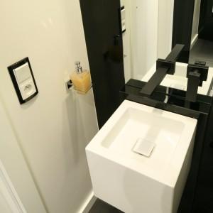 Elegancka mała łazienka z szałową fototapetą. Daj się zaskoczyć!