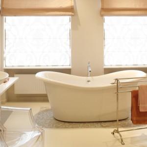 Salon kąpielowy w beżach. Komfortowe wnętrze dla dwojga