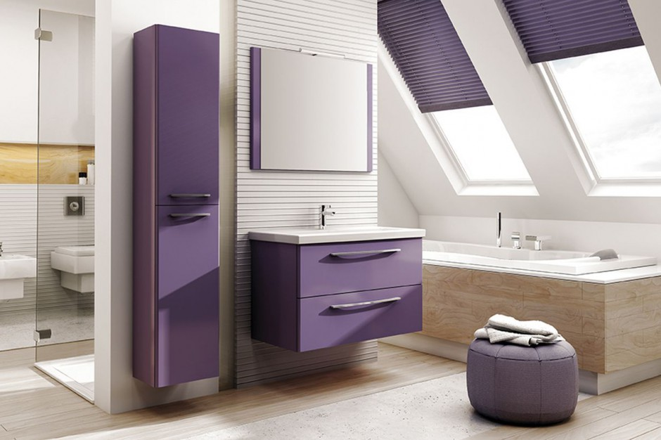 Dynamizm i energia w łazience z niezwykłymi kolorami