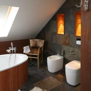 Łazienka na poddaszu – zobacz wnętrza z polskich domów
