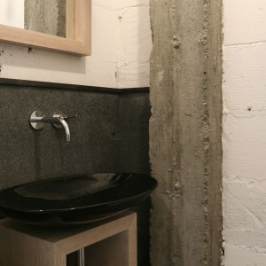 Łazienka w stylu loft – tak można wykorzystać tynk dekoracyjny
