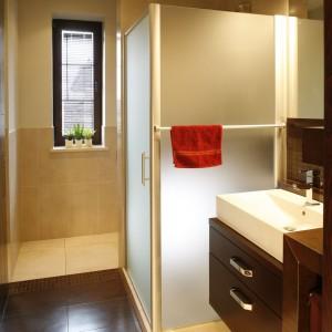Prysznic w narożniku – zobacz realizacje z polskich domów