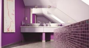 Lustra na ścianę: tak powiększysz łazienkę. 12 pomysłów architektów