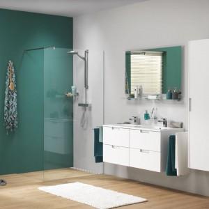 Łazienka w zieleni – zobacz jak kolor ożywia wnętrze