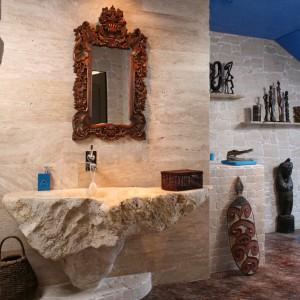 Łazienki z pamiątkami z podróży. Zobacz pomysły na niesamowite dekoracje