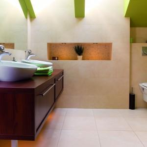 Łazienka na poddaszu – tak można wyeksponować skosy