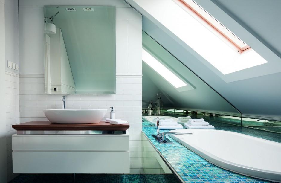 Inspirujemy łazienka Pod Skosami Z Błękitną Mozaiką I