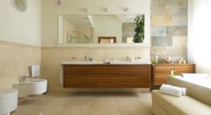 Salon kąpielowy w beżach – elegancki i wygodny