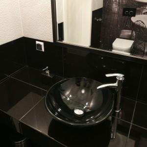 Bardzo mała toaleta – 12 projektów polskich architektów