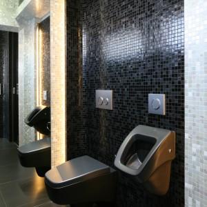 Domowa łazienka z pisuarem: zobacz pomysły architektów