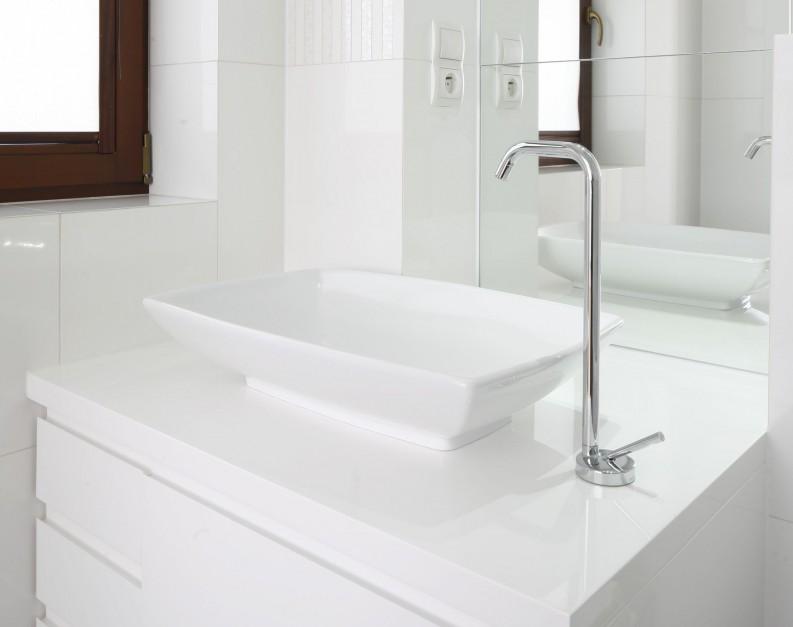 Inspirujemy Mała łazienka W Bieli Zobacz Wnętrze Dla