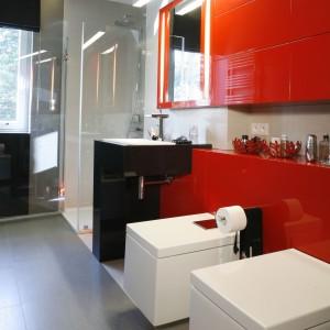 Kolorowa łazienka – wnętrza zaprojektowane przez architektów