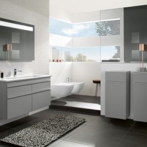 Lustra do łazienki – zobacz modele z oświetleniem
