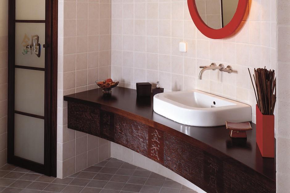 Łazienka na poddaszu: wnętrze w stylu japońskim