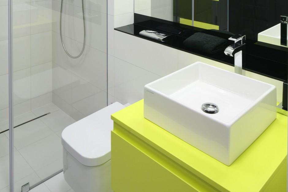 Nowoczesna łazienka – zobacz jak kolor dodaje energii