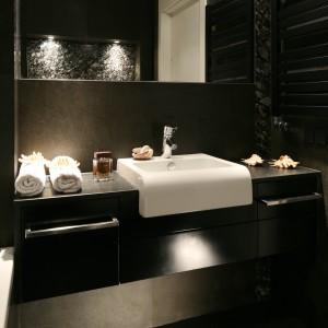 Kamień do łazienki – zobacz wnętrze z pięknym bazaltem