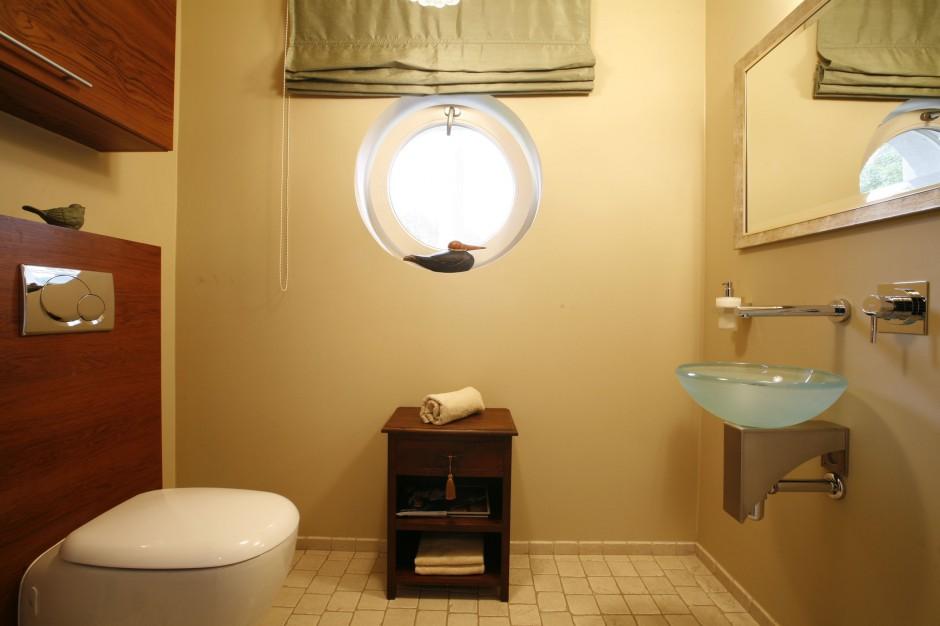 Łazienka z kamieniem – zobacz aranżację z naturalnym trawertynem