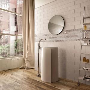 Cegła do łazienki – pomysły na oryginalną aranżację