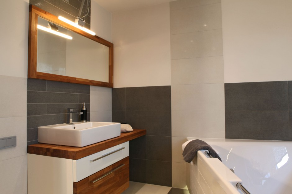 Drewno do łazienki – tak urządzisz przytulne wnętrze przy sypialni