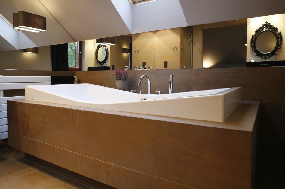 Łazienka pod skosami – piękne wnętrza z polskich domów