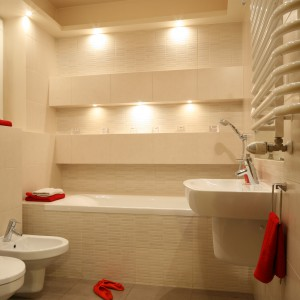 Mała łazienka z wanną – tak ją urządzisz na pięciu metrach