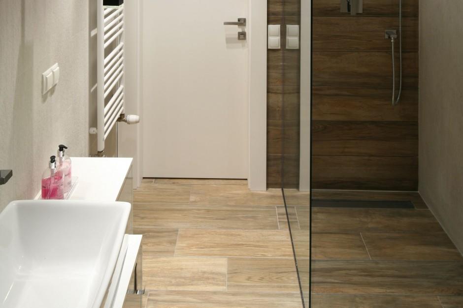 Prysznic bez brodzika – tak projektują architekci
