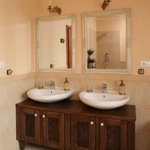 Modne łazienki w beżach – wnętrza z polskich domów