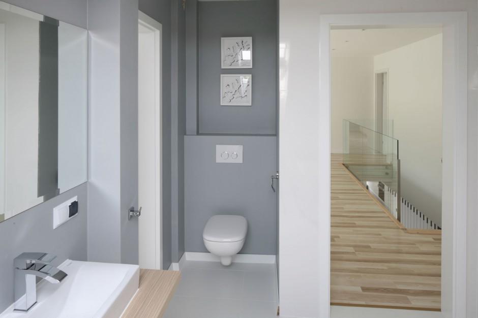 Łazienka pod skosami – jasna i przestronna