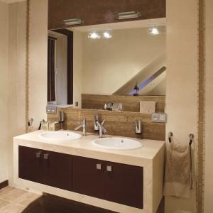 Łazienka dla rodziny. Zobacz wnętrze w beżach i brązach!