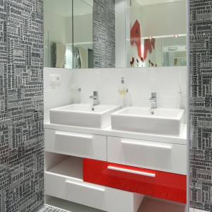 Modna łazienka przy sypialni – z oryginalnymi płytkami