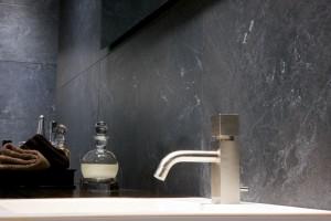 Szare płytki ceramiczne – zobacz najpiękniejsze kolekcje