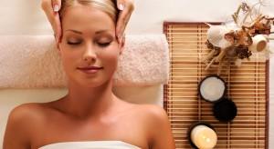 Poczuj prawdziwy relaks – aromatyczna kąpiel z chromoterapią
