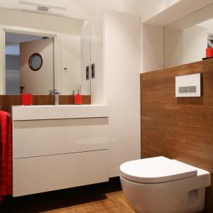 Płytki jak drewno – w łazienkach z polskich domów