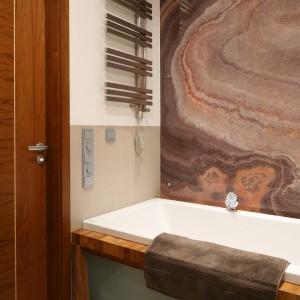 Łazienka z kamieniem naturalnym. Zobacz piękne wnętrza jak od jubilera