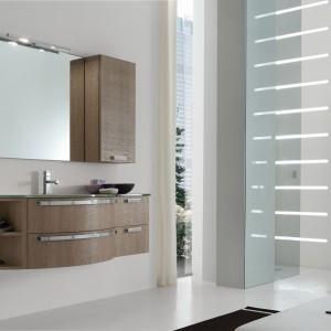 Meble o wyglądzie drewna – 12 kolekcji do łazienki