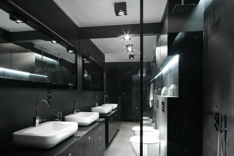 Łazienka przy sypialni – nowoczesne wnętrze w eleganckiej czerni