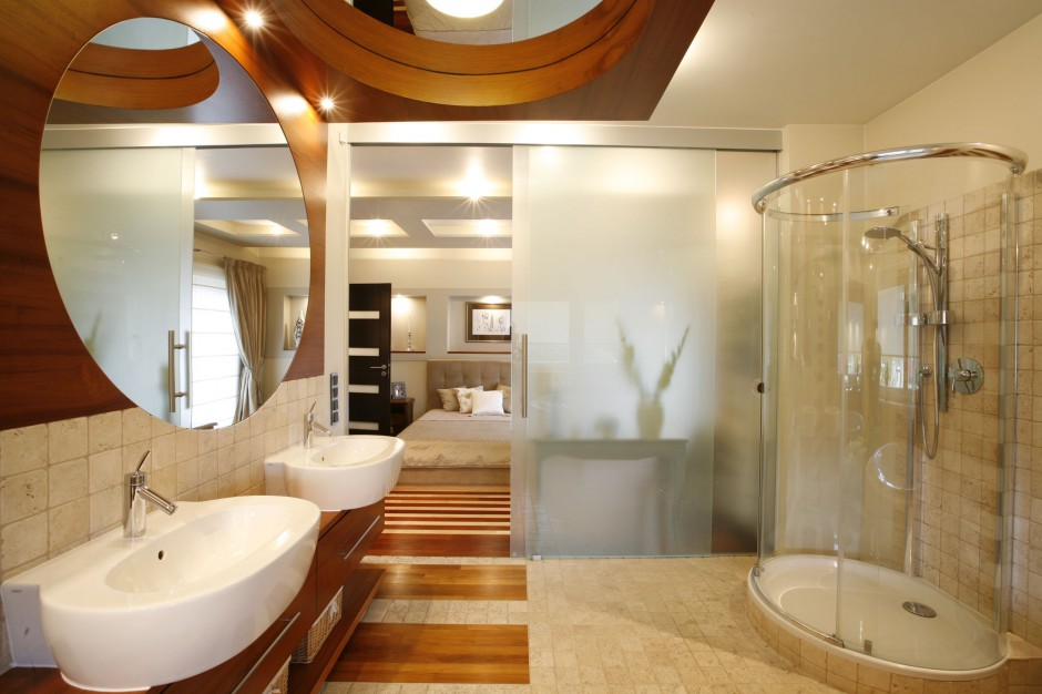 Salon kąpielowy dla dwojga: modnie w beżach i brązach