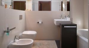 Mała łazienka w beżach. Tak ją urządzisz na 6 metrach