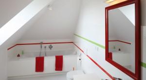 Łazienka na poddaszu – 12 projektów z polskich domów