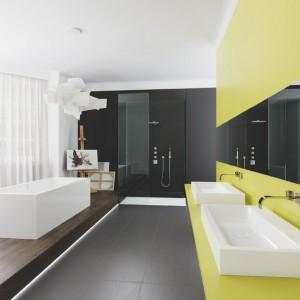 Kolorowa łazienka – dodatki i akcesoria ożywią wnętrze