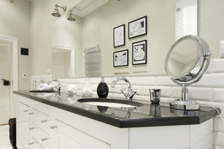 Mała łazienka w stylu klasycznym. To wnętrze zachwyca!