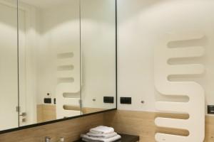 Beżowa łazienka – zobacz eleganckie wnętrze z kamieniem