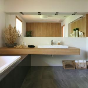 Stelaże, panele i przyciski spłukujące łączy nie tylko design