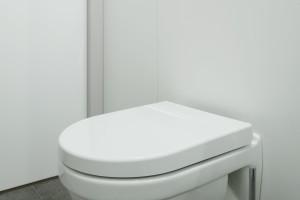 Mała łazienka z pralką – tak ją urządzisz na 3 metrach